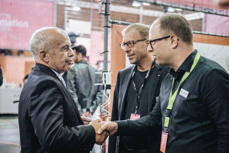 Foto: Ueli Maurer im Gespräch mit Peter Fehlmann und Sandro Lüthi