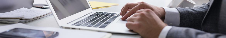 Foto: Das barrierefreie Arbeiten am Computer ist für blinde und sehbehinderte Personen essentiell.